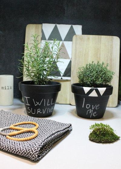 diy customisez de petits pots pour vos plantes aromatiques. Black Bedroom Furniture Sets. Home Design Ideas