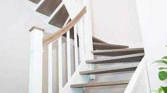 Gewendelte Holztreppe