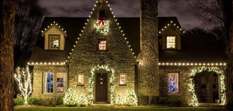 outdoor holiday lighting and yard decor