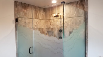 Glass Shower Elclousers with etched glass privacy band