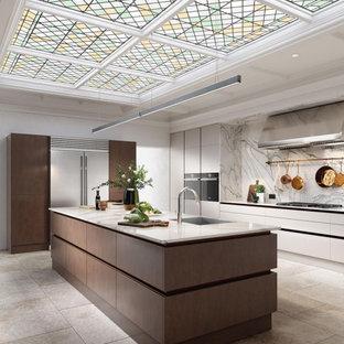 На фото: большая кухня-гостиная в стиле модернизм с плоскими фасадами, темными деревянными фасадами, гранитной столешницей, техникой из нержавеющей стали, островом, разноцветной столешницей и правильным освещением