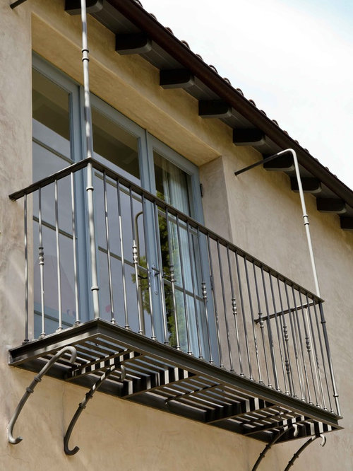 Interior wrought iron railing juliette balcony home design for Indoor balcony railing designs