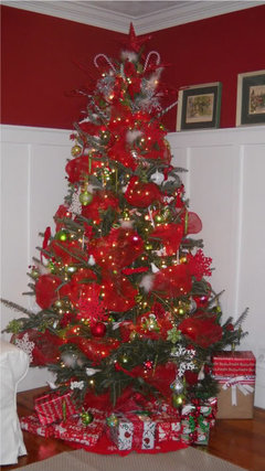 Decorating Christmas Tree With Ribbons