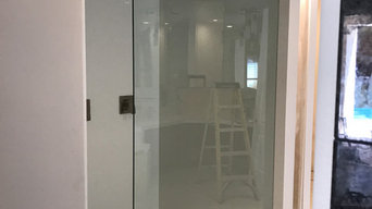 Frameless showers with clips