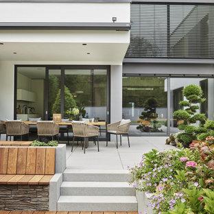 Immagine di una grande terrazza moderna
