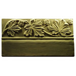 Garden Molds - Leaf Edging Stone Mold - Leaves all year round with this leaf edging mold. No worries for fall weather taking all your leaves off! Please note supplies to make pavers are NOT included and must be purchased separately.