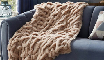 Cozy Throws, Pillows and Rugs