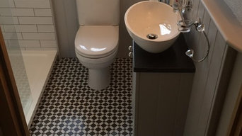 Patterned Ensuite Floor with Country White Gloss Brick Wall Tile