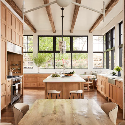 Example of a country home design design in San Francisco