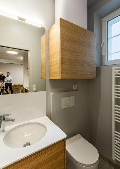 Современный Ванная комната by ARCHITECT + DESIGNER