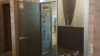 Межкомнатная стеклянная перегородка с примыканием душевой зоны