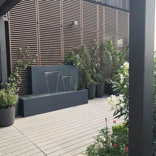 Ispirazione per terrazze e balconi minimalisti di medie dimensioni e sul tetto con fontane