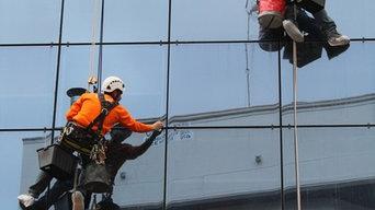 Limpieza de fachada acristalada.