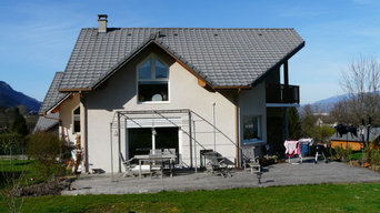 Terrasse et piscine semi enterrée en Savoie