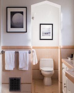 Bathroom With Peach Suite Colour, What Colour Goes With Peach Bathroom Suite