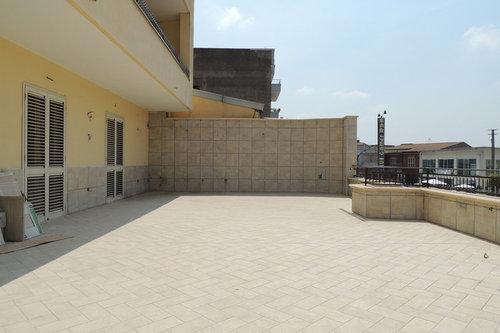 Come arredare un terrazzo di 100 mq.?