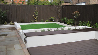 Contemporary rear garden by Mike Bradley