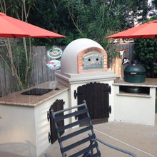 Outdoor Pizza Ovens / Kitchens