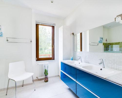 Handfat Funkis : Foton och badrumsinspiration för badrum med kaklad bänkskiva