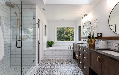 Bathroom of the Week: Beautiful Black-and-White Vintage Style