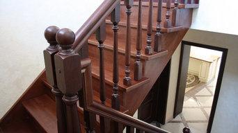 Лестница из ясеня с покраской в темный орех