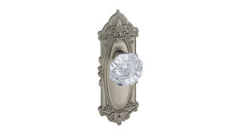Grande Victorian Plate with Crystal Knob