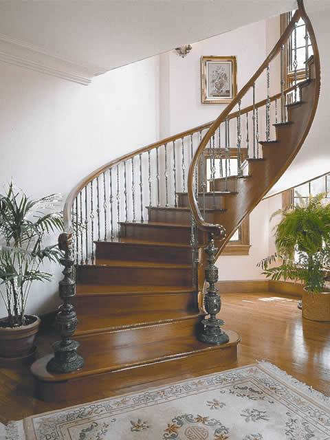 Custom Traditional Stairways