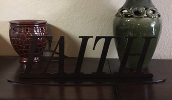 METAL PLAQUE WITH THE WORD FAITH ON A OVAL BASE (R26)
