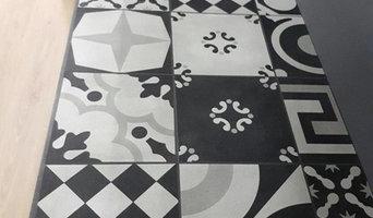 Piano su misura con lavabo integrato, rivestito di cementine black & white