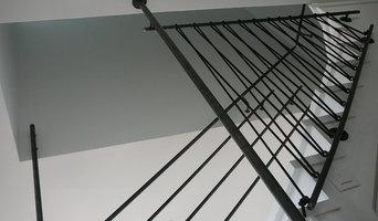 Garde corps en acier sur escalier bois.