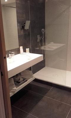 Couleurs et faience pour une petite salle de bain