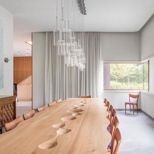 Ispirazione per una grande sala da pranzo moderna chiusa con pareti bianche, pavimento in pietra calcarea e pavimento blu