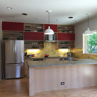 Modern kitchen designs - Inspiration for a modern kitchen remodel in Chicago