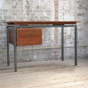 Schreibtisch aus den 1950er Jahren