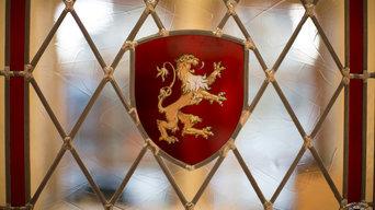 blason de lion, gravé à l'acide, travail à la grisaille et jaune d'argent)
