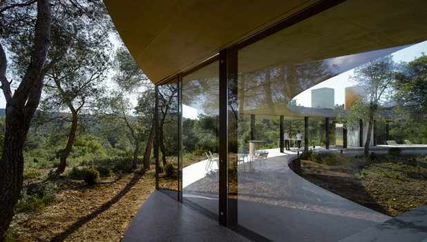 Contemporáneo  by The Sibarist Property & Homes