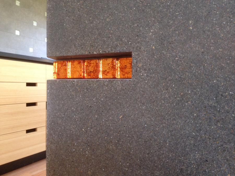 Glass tile recess