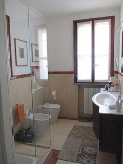 Bagno in marmo con greca troppo imponente - Greca per bagno ...