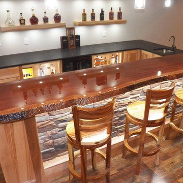 Luscious Liberty Township Live-edge bar