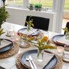 いつもの器と春の花でつくる、春色のテーブル