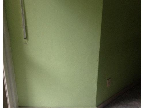 Pareti A Righe Orizzontali Tortora : Cucina un po datata colore pareti
