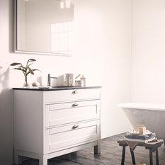 - Solvik badrumskommod kan även fås med rak sockel. - Badrumskommoder