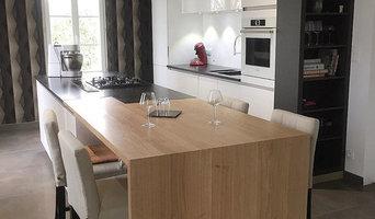 Cuisine moderne, mélange chêne massif et laque blanche