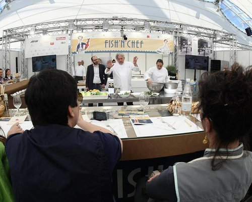 Banco showcooking con cover stampata intercambiabile. - Products