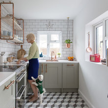 An Old, Dated Kitchen Gets a Cosier Update