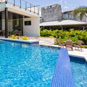 Foto de Swimming Pool Cleaning Garland