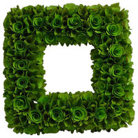 """Square 18.9"""" Woodchip Wreath / Wreath Color: Green"""