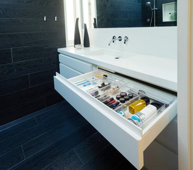 Modern Bathroom by Organising Solutions
