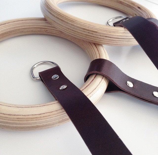 DIY Ein Turnring aus Holz als Handtuchhalter