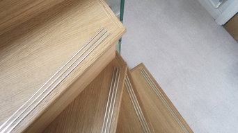 Oak veneer, structural glass and stainless steel continuous handrail